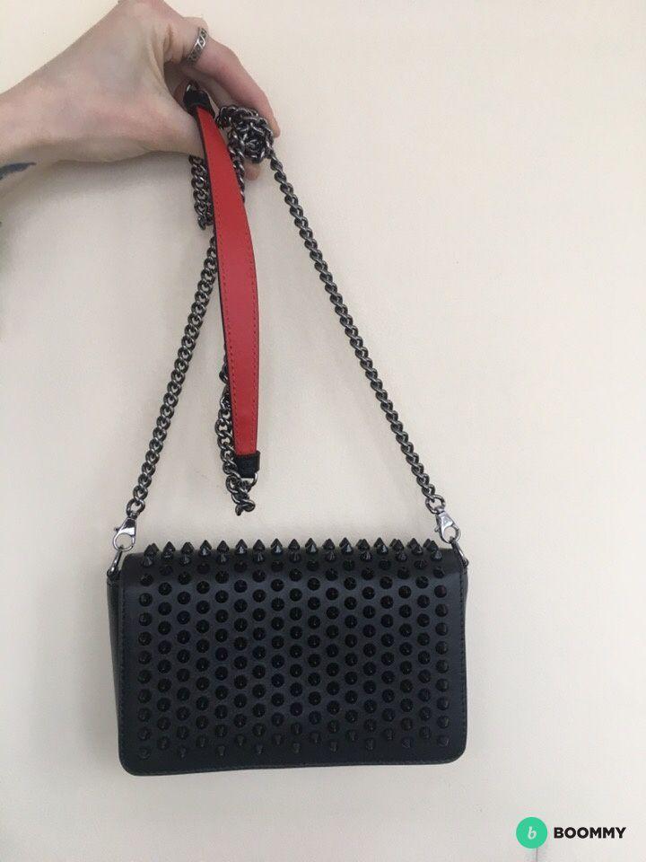 сумка Christian Louboutin с шипами Paloma Clutch
