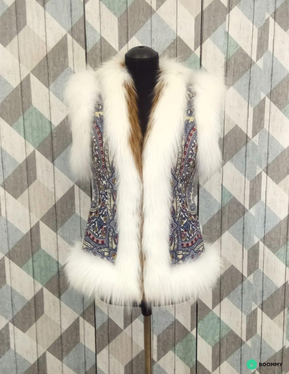 Меховой женский жилет в стиле Руси из лисы
