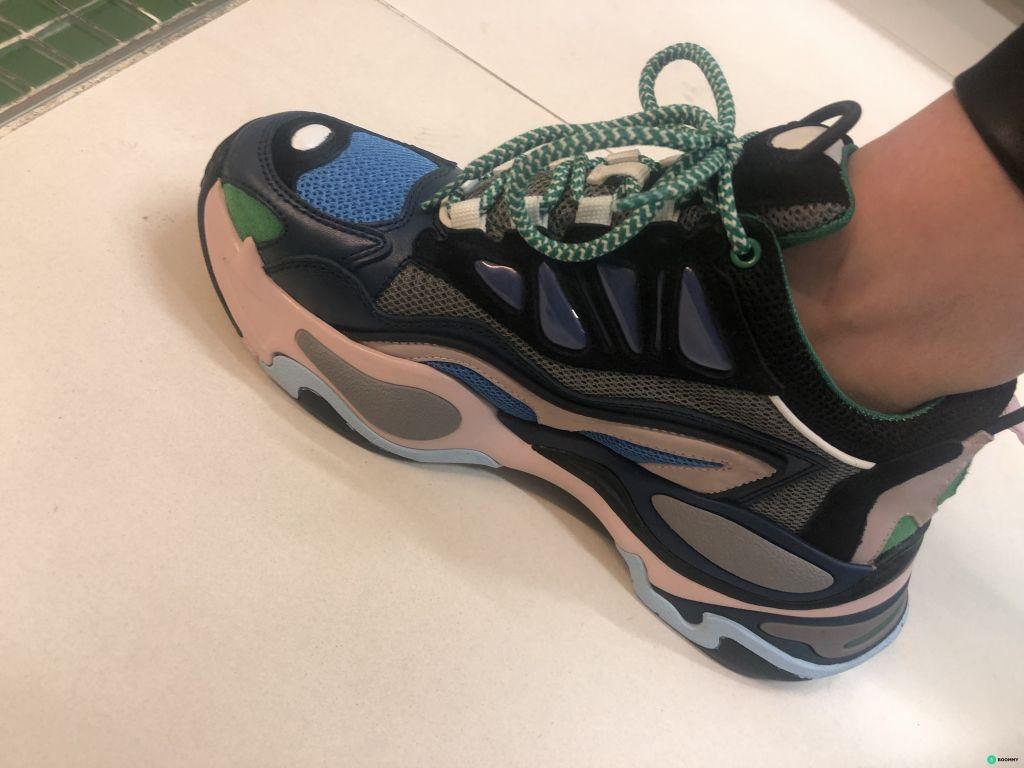 Продаю новые кроссовки Sandro Paris
