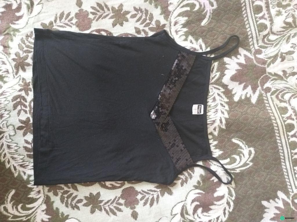 Бирюзовая блуза с вырезом кармен и топ с блестящей отделкой