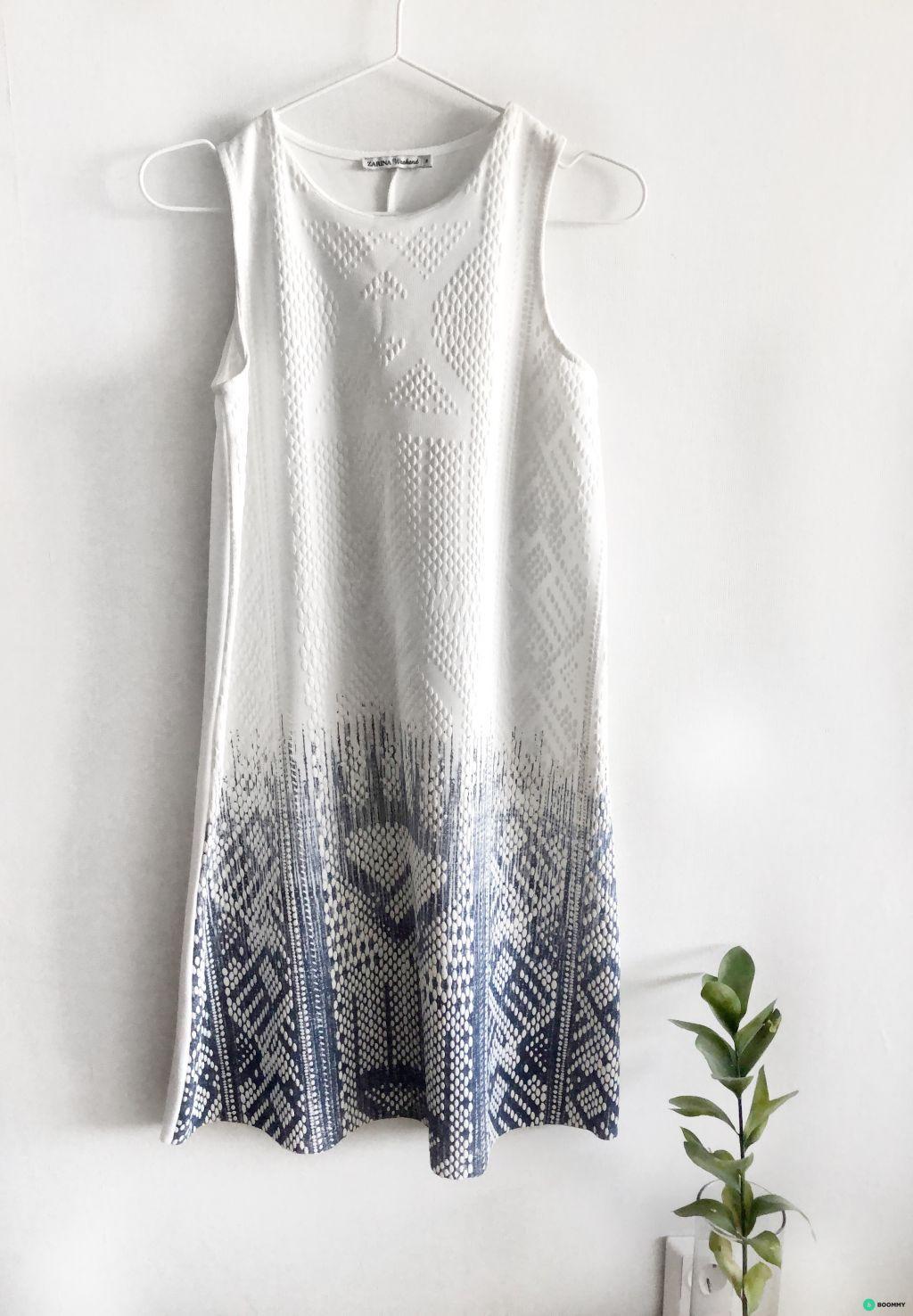 Платье ZARINA фактурное бело-голубое А-силуэта